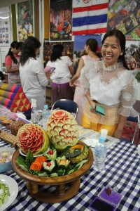 タイのブースに展示されていた「フルーツカービング」。見事な彫刻に足を止めて見入る人も多かった