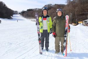 こ・さ・スキー楽しむ2人