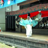 さ・湯原式三番(舞台で舞踊)